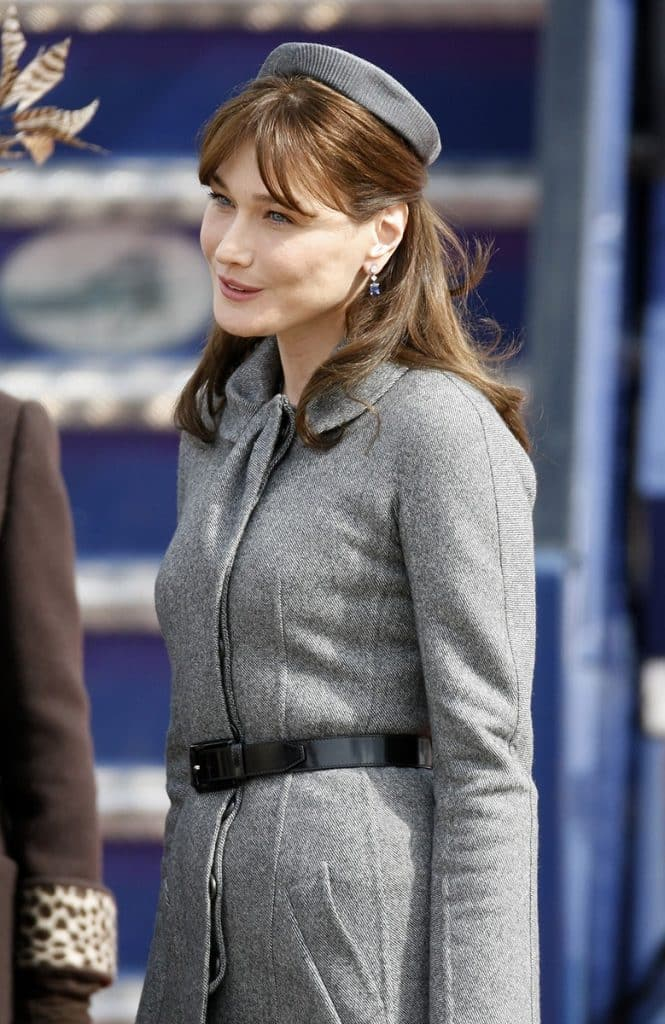 Carla-Bruni con PillBox y traje Principe de Gales (Foto: Antony Jones/Getty Images)