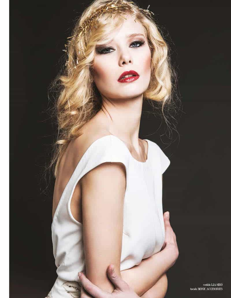 Preciosa modelo rubia con tocados Monic de Red de Canutillo