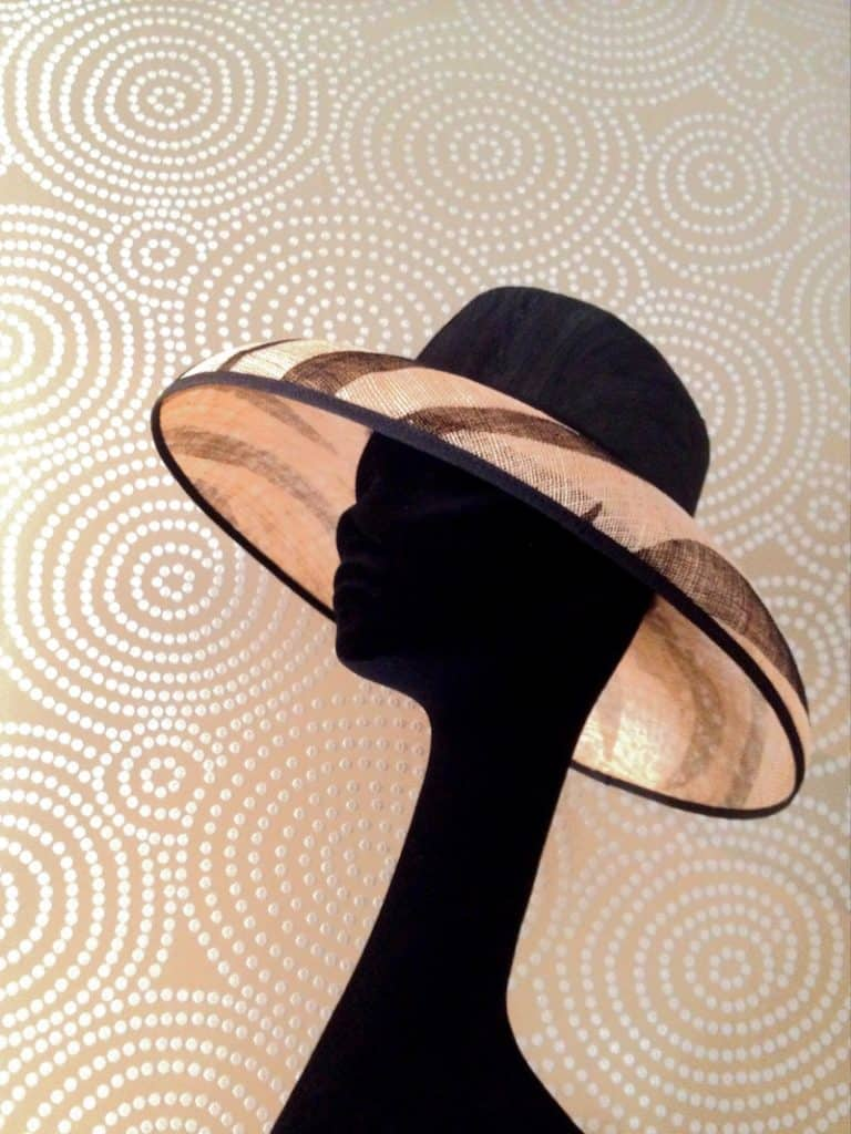 Pamela estilo Audrey Hepburn en blanco y negro. Sombreros y Pamelas Monic