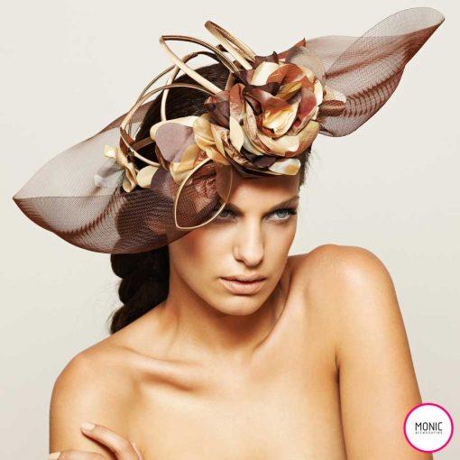 sombrero con flores para invitada fiesta con trenza