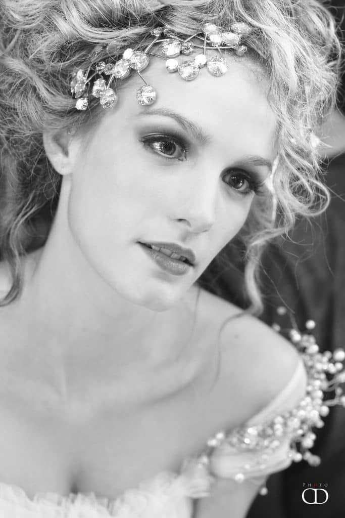 Retrato de novia con tocado joya de cristal