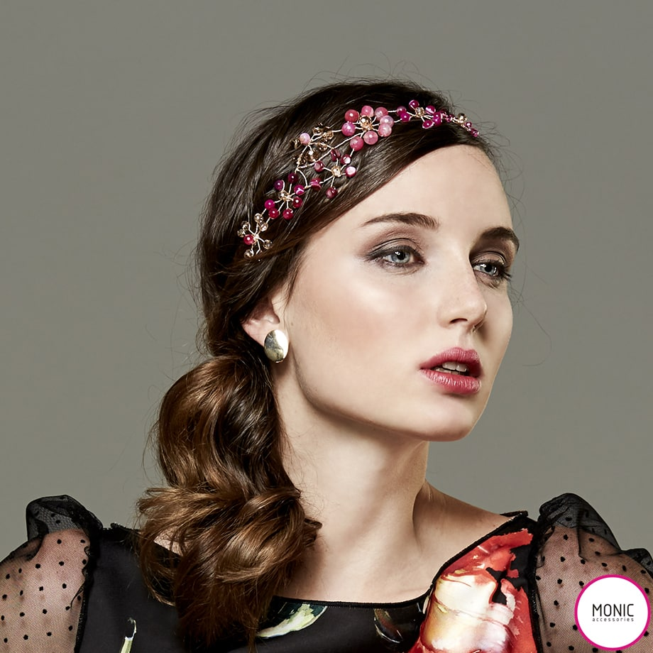 Peinados de boda  La coleta baja en 2017 !! … con Tocados Monic !! Mini  Tocado joya- el nuevo adorno para ... 3e187dd424e