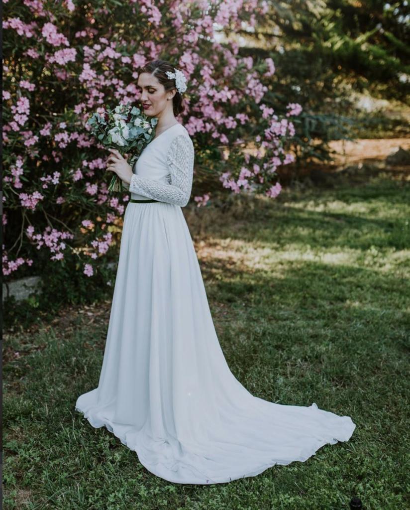recogido de novia con tocado de flores