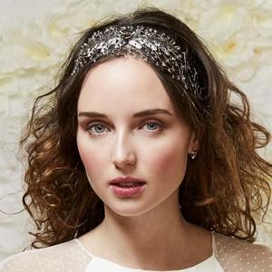tocado para peinado de novia con pelo suelto y melena rizada