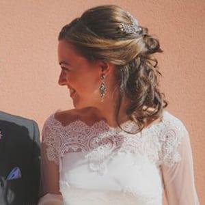 melena corta de novia con tocado y pelo suelto