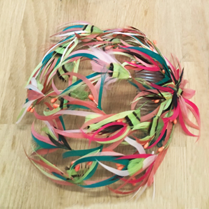 tocado casquete con plumas para bodas