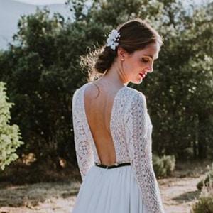 tocado para novia en madrid con flores blancas naturales