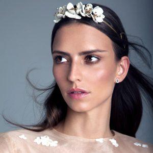 tocados de Lia Terni para novia en Madrid con flores de porcelana y cerámica .Monic