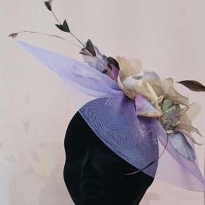 tocados con flores y plumas de faisan y pavo real