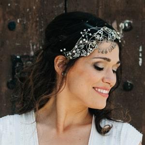tocados joya metálicos en plata y cristal con peinado de novia de boda