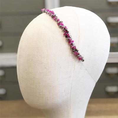 diadema fina piedras rosa fuxia tiara moda accesorio pelo invitadas boda