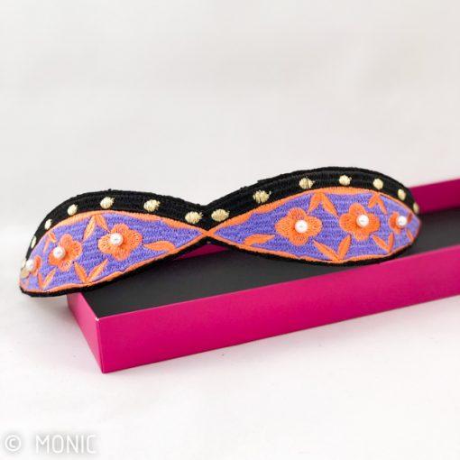 diadema accesorio de pelo con perlas coral y azul lavanda para peinados de invitadas de boda