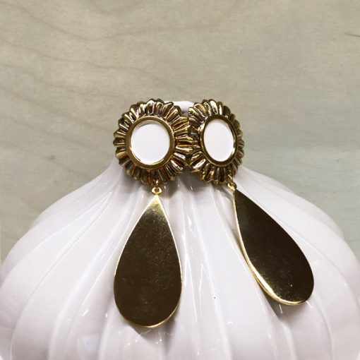pendientes dorados y blancos largos grandes para ir de boda