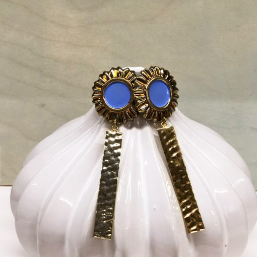 pendientes geométricos dorados y azules lavanda para invitadas de boda online