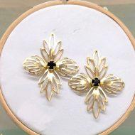 pendientes flor metal dorados y negros invitada boda