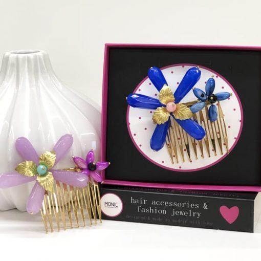 accesorios de pelo con peinetas de flores moradas y azul eléctrico para adornar peinados de boda y fiesta