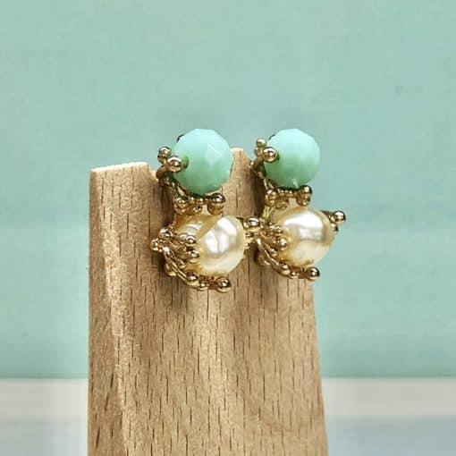 pendientes cortos con perlas y piedras verdeagua para invitadas de boda