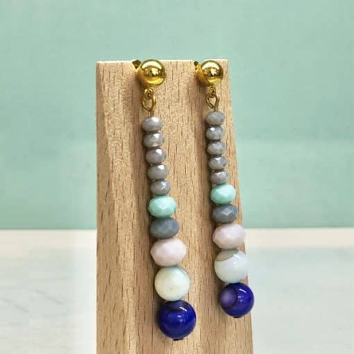 pendientes largos y elegantes en gota con cristales azules para invitada perfecta