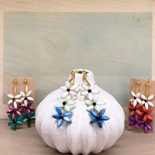 pendientes largos de flores azules rojas verdes moradas invitadas boda fiesta moda mujer