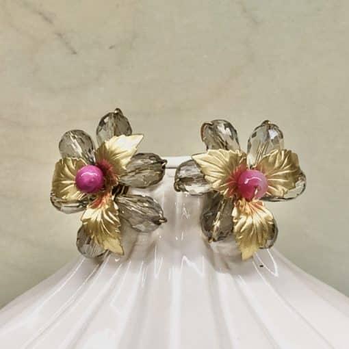 pendientes de flores y hojas doradas metal efecto vintage para mujeres invitadas boda color fucsia buganvilla