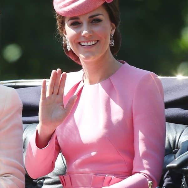 pendientes rosas y verdes para vestido rosa
