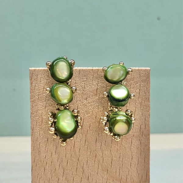 pendientes largos y elegantes para mujer y fiesta en color verde oliva aceituna pistacho