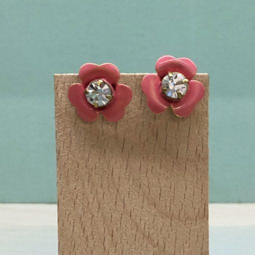 pendientes cortos de flores en rosa coral esmalte y cristal Swarovski blanco