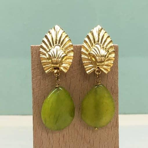 pendientes largos colgantes con piedras verde lima pistacho amarillento y hoja dorada decó verde lima aceituna oliva