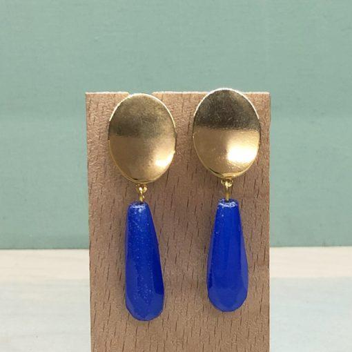 pendientes elegantes para madrina de fiesta y boda con piedras azul pavo eléctrico klein azulón y dorado